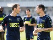 Nicht mehr wegzudenkende Schweizer Teamstützen: Captain Stephan Lichtsteiner (links) und Granit Xhaka (Bild: KEYSTONE/TI-PRESS/ALESSANDRO CRINARI)