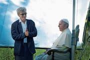 Der Regisseur Wim Wenders im Gespräch mit dem Papst.