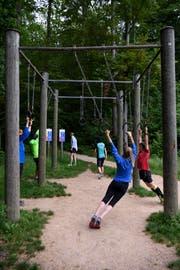 Sporteln an der frischen Waldluft. (Bild: KEYSTONE/Anthony Anex)