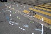 Verwirrende «Strassenkunst» auf der Bahnhofstrasse. (Bild: Reto Voneschen)