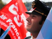 Soll für einen viertägigen Streik nicht mehr ins Cockpit: Pilot der französischen Flugline Air France. (Bild: KEYSTONE/AP/CHRISTOPHE ENA)