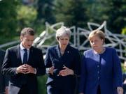 Wollen US-Präsident Donald Trump am G7-Gipfel in Kanada die Stirn bieten: Frankreichs Staatschef Emmanuel Macron, die britische Premierministerin Theresa May und die deutsche Kanzleirn Angela Merkel. (Bild: KEYSTONE/AP/DARKO VOJINOVIC)