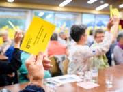 Kandersteger Stimmberechtigte an der Olympia-Gemeindeversammlung. (Bild: Keystone/ANTHONY ANEX)