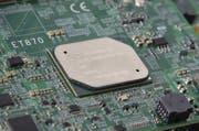Die Weiterentwicklung der Computertechnologie eröffnet auch der öffentlichen Hand neue Möglichkeiten Dienstleistungen elektronisch anzubieten. Was nicht nur Vorteile hat, sondern auch neue Risiken schafft und etwas kostet. (Bild: Ritchie B. Tongo/KY)