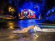 In Teilen Deutschlands mussten die Feuerwehren wegen Unwettern erneut hunderte Male ausrücken. (Bild: KEYSTONE/EPA/KOHLS)