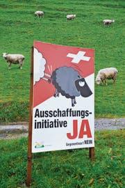 Im Abstimmungskampf zur Ausschaffungs-Initiative setzte die SVP auf umstrittene Schäfchenplakate. (Bild: Geatan Bally/Keystone)