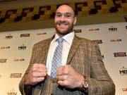 Der englische Box-Gigant und ungeschlagene Ex-Schwergewichts-Weltmeister Tyson Fury wird zu seinem Comeback-Start von Sefer Seferi gefordert (Bild: KEYSTONE/AP/MARTIN MEISSNER)