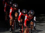 Das amerikanisch-schweizerische Team BMC gehört beim Mannschaftszeitfahren in Frauenfeld zu den ersten Anwärtern auf den Sieg (Bild: KEYSTONE/EPA/SEBASTIEN NOGIER)