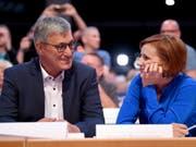 Wurden in Leipzig als Vorsitzende der deutschen Linken wiedergewählt - wenn auch ohne Glanz: Bernd Riexinger (l) und Katja Kipping (r). (Bild: Keystone/DPA/BRITTA PEDERSEN)