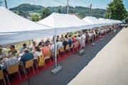 «Der lange Tisch» zur Jubiläumsfeier der Gemeinde Mammern erstreckte sich über 150 Meter. (Bild: Reto Martin)