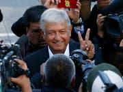 Laut Umfragen vor der Wahl galt der Linksnationalist Andrés Manuel López Obrador von der Partei Morena als Favorit für das Präsidentenamt. (Bild: KEYSTONE/AP/MARCO UGARTE)