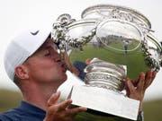 Alex Noren - überglücklicher Sieger des Open de France in Paris (Bild: KEYSTONE/AP/FRANCOIS MORI)