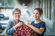 Susanne Lendenmann (links) hat während eines Jahrzehntes die Ostschweizer Sektion der Schweizer Tafel in St.Gallen aufgebaut und geleitet. Das Erbe übernimmt Nachfolgerin Silja Lüchinger. (Bild: Michel Canonica)