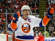 John Tavares jubelt künftig im Dress der Toronto Maple Leafs (Bild: KEYSTONE/AP/PAUL SANCYA)