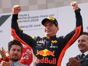 Max Verstappen lässt sich in Österreich als Sieger feiern (Bild: KEYSTONE/AP/RONALD ZAK)