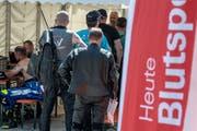 400 Töfffahrer spendeten am Wochenende auf dem Glaubenberg Blut. (Bild:pd)