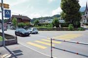 Der Fussgängerstreifen bei der Buswendeschleife in St.Jakob ist unter anderem Gegenstand eines Betriebs- und Gestaltungskonzepts von Kanton und Gemeinde. (Bilder: Martin Uebelhart, Ennetmoos, 29. Juni 2018)
