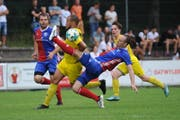 Der FC Altdorf (hier im Spiel gegen den FC Brunnen) wird vorderhand nicht auf Kunstrasen spielen. (Bild: Urs Hanhart (Altdorf, 9. Juni 2018))