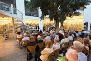 Für die Vernissage fanden sich über 100 Personen in der Bibliothek Zug ein. (Bild: Jakob Ineichen (Zug, 29. Juni 2018))