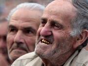 Für 50 Euro: Räuber brachen einem Mann in Frankreich bei einem Überfall vier Goldzähne aus. (Bild: KEYSTONE/AP/SHAKH AIVAZOV)