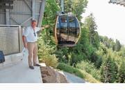VR-Präsident Benno Barmettler nimmt die Bahn in Empfang. (Bild: Christoph Jud, 1. Juli 2018)