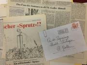 Beispiele für Zeitungstexte und Einsendungen an den Stadtrat in Zusammenhang mit einem umstrittenen Kunstwerk - im Bild aus dem Dossier zum Fassbrunnen von Roman Signer im Grabenpärklein. (Bild: Reto Voneschen)