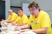 Sie lancierten die Initiative: Pierre Bayerdörfer, Jean Pierre Droz und Jacques Roux, alles Mitglieder des Initiativkomitees an der Medienkonferez (Bild: Anthony Anex / Keystone (Bern, 10. Juli 2018))