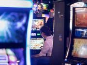 1,4 Million Franken verspielte der ehemalige Pfarrer von Küssnacht im Casino. (Bild: KEYSTONE/GAETAN BALLY)