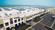Ein Logistikzentrum von Amazon. Der Onlinehändler benötigt für die Lagerung und Auslieferung seiner Waren riesige Flächen. (Bild: PD)