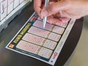 Die Schweiz hat einen neuen Lotto-Millionär. Ein Glückspilz hat 76 Millionen Franken gewonnen. (Bild: KEYSTONE/THOMAS DELLEY)
