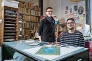 Gehören zum Kernteam des Magazins: Die Zeichner Anja Wicki und Andreas Kiener im Atelier. (Bild: Boris Bürgisser, Luzern, 21. Februar 2017)