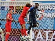 Trifft nach dem gewonnenen Kopfball-Duell gegen Belgiens Marouane Fellaini zum 1:0 für Frankreich: Samuel Umtiti (Bild: KEYSTONE/AP/PETR DAVID JOSEK)