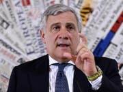 «Menschenschmuggler sind Terroristen»: EU-Parlamentspräsident Antonio Tajani will deshalb eine Schwarze Liste einführen. (Bild: KEYSTONE/EPA ANSA/LUIGI MISTRULLI)
