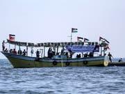Palästinensische Aktivisten haben versucht, mit einem Fischerboot die israelische Seeblockade des Gazastreifens zu durchbrechen. (Bild: KEYSTONE/EPA/HAITHAM IMAD)