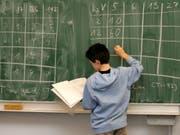 Ein belgisch-niederländischer Schüler schaffte im Alter von acht Jahren die Maturaprüfungen. (Bild: KEYSTONE/AP/JOERG SARBACH)