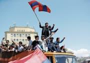 Drei Kunstschaffende waren während der «samtenen Revolution» in Armeniens Hauptstadt Jerewan unterwegs. (Bild: PD)