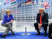 Die Kluft zwischen US-Präsident Trump (rechts) und der deutschen Kanzlerin Merkel ist nicht zu übersehen. (Bild: KEYSTONE/AP/PABLO MARTINEZ MONSIVAIS)