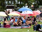 Sonniger Start: Die 35. Ausgabe des Gurtenfestivals findet bei besten Wetterbedingungen statt. Zudem ist das Festivalgelände um fast das Doppelte vergrössert worden. (Bild: KEYSTONE/ANTHONY ANEX)