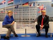 Die Mymik spricht Bände - Angela Merkel traf heute in Brüssel auf einen wütenden Donald Trump. (Bild: Markus Schreiber/AP)