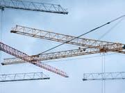Ende des Baubooms: Prognostiker sagen der Baubranche in Europa eine Abschwächung voraus. (Bild: KEYSTONE/CHRISTIAN BEUTLER)