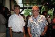 Paul Buob (v.l.) und Urs Heeb verlassen die Primarschule Oberriet. (Bild: rz)