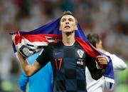 Der Held Kroatiens: Mario Mandzukic, dem das zweite Tor gegen England im Halbfinale vom Mittwochabend gelang, feiert den Einzug seines Landes ins Final (Bild: AP Photo/Frank Augstein)