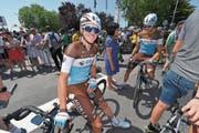 Mathias Frank gestern entspannt lächelnd am Start zur 4. Etappe der Tour de France von La Baule nach Sarzeau. (Bild: Tim de Waele (10. Juli 2018))