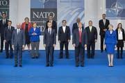 Einigkeit sieht anders aus: Die versammelten Staats- und Regierungschefs auf ihrem gemeinsamen Foto. (Bild: Jasper Juinen/Getty Images)