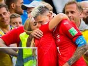Lara Gut und Valon Behrami (hier an der Fussball-WM in Russland nach dem Ausscheiden der Schweiz gegen Schweden) sind nun ein Ehepaar (Bild: KEYSTONE/LAURENT GILLIERON)