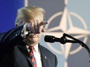 US-Präsident Donald Trump weist in Brüssel den Weg, den die Nato in Zukunft gegen soll. (Bild: Keystone/EPA/CHRISTIAN BRUNA)