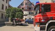 Das alte Rathaus, nachdem Feuerwehrleute den Brand unter Kontrolle brachten. (Bilder: PD/Beat Kälin)