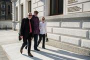 Dieter Behring (Mitte) wurde vom Bundesstrafgericht wegen Betrugs zu fünfeinhalb Jahren Haft verurteilt. (Bild: Gabriele Putzu/Ti-Press)