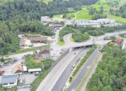 Bei der Autobahn-Ein- und -Ausfahrt in Goldau wird derzeit geprüft, ob ein neuer Kreisel gebaut werden soll. (Bild: Erhard Gick)