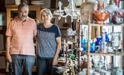 Robert und Christine Eberhart im Dr. Floh Shop in Riedt bei Erlen. (Bild: Reto Martin)